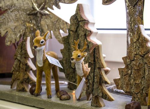 Rehe mit Holzbäumen - Zauberhafte Ideen Forchheim
